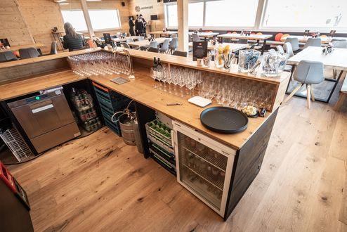 Bar mit Verkleidung aus Profilholz © WWP