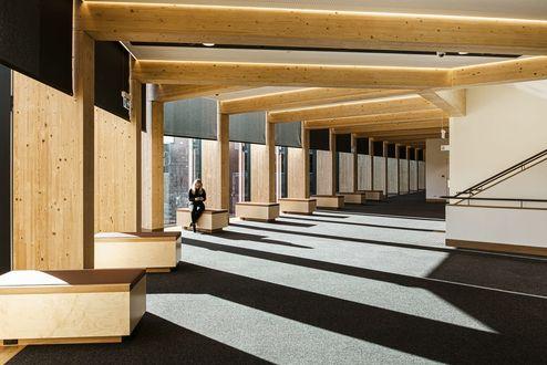 Balken und Säulen aus Brettschichtholz in Sichtqualität © Buildcorp