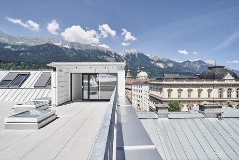 Dachterrasse mit Blick auf die Innsbrucker Nordkette © Gerhard Hauser, Alexander Schmid