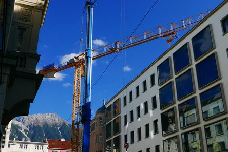 Special crane for lifting the 'Delta Beam' steel beams © Gerhard Hauser, © Alexander Schmid