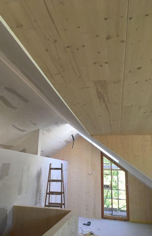 Die tragende Struktur und das Dach wurden mit Brettsperrholz BBS Elemente realisieren © m3-zt