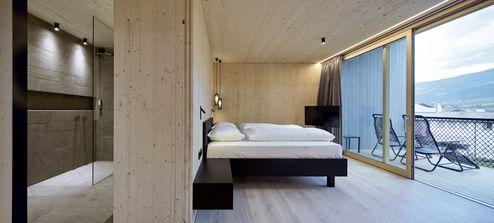 Schlafzimmer mit exzellenter binderholz Brettsperrholz BBS Sichtqualität