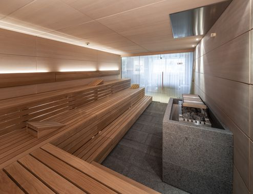 Visible solid wood panels in the sauna © ZillerSeasons