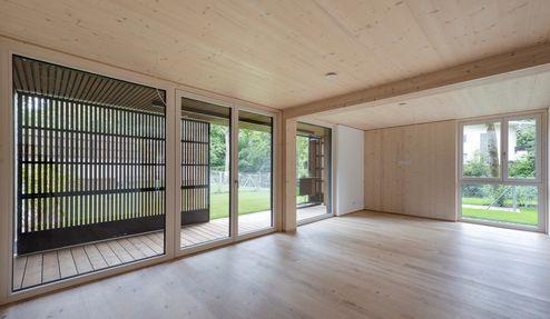Wohnraum mit Blick in den Garten © Foto Gretter / Unterberger Immobilien