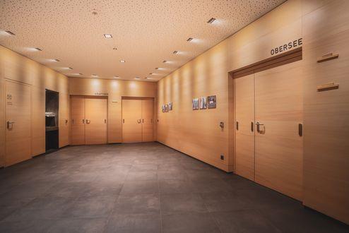 In Holz gestalteter Vorraum © kreativstadl.tirol