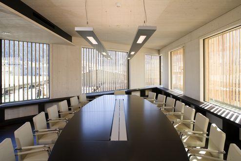 Konferenzraum mit binderholz Brettsperrholz BBS Wohnsichtqualität