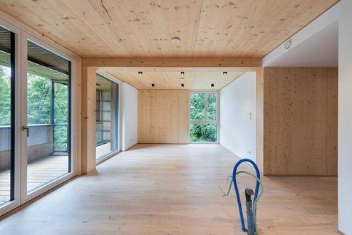 Wohnraum mit Brettsperrholz BBS-Elementen in Wohnsichtqualität © Foto Gretter / Unterberger Immobilien