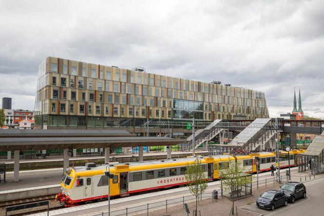 Bahnhof und Rathaus 'Stadshus' aussenansicht © Anders Bergön