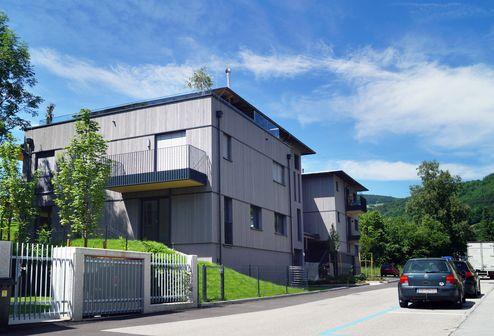 Straßenseitige Ansicht des Gebäudes