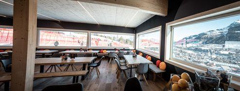 Mastercard Lounge mit Panoramablick auf die Streif © WWP