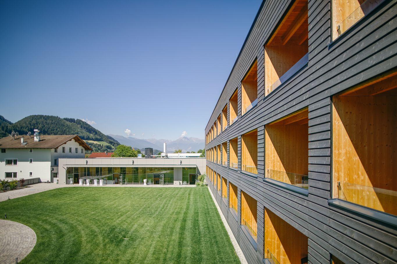 Vorgesetzte Balkonkonstruktion aus Holz © Schafferer Holzbau GmbH