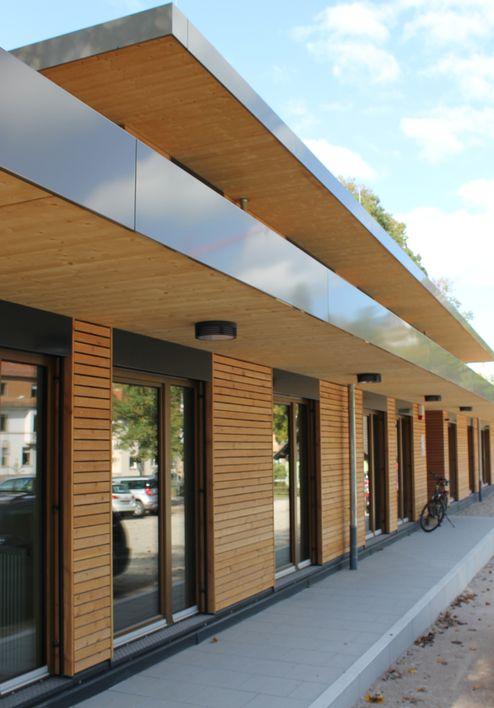 Geschützter Fassadenbereich durch das umlaufende Vordach