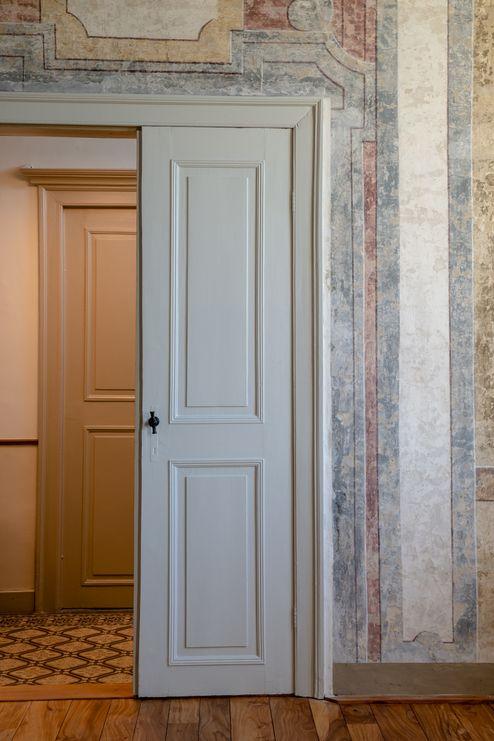 Durchgang im Pfarrhaus mit historischen Details © Dieter Van Caneghem