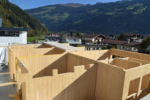 Assembly of walls made of binderholz CLT BBS © binderholz