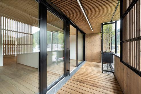 Balkon mit wasserautarker Fassadenbegrünung © Foto Gretter / Unterberger Immobilien