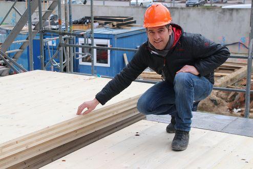 L'architetto Thomas Feigl in cantiere © Bayerische Staatsforsten