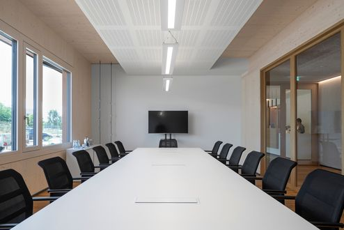 Sala riunioni con luce naturale © www.florianhammerich.com