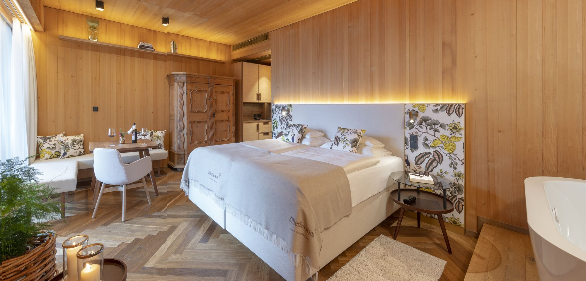 Visible solid wood on the walls and ceilings in the Suite Lavandula © ZillerSeasons