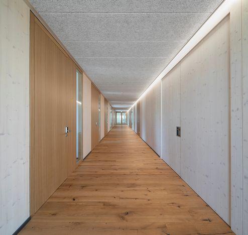 Corridoi verso gli uffici © www.florianhammerich.com
