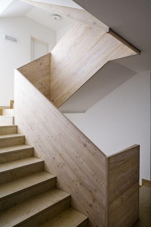 Stiegenhaus mit Massivholzplatten