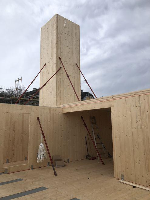Die tragende Struktur und das Dach wurden mit Brettsperrholz BBS Elemente realisiert © Karl Mach Holzbau GmbH