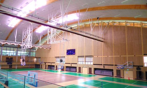 Hallenansicht mit den Sportplätzen und der unterschiedlichen Nutzungsart