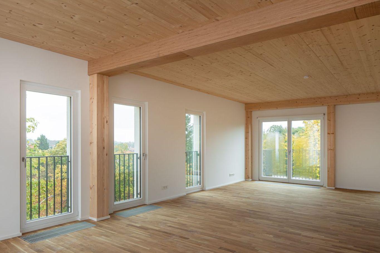 Wohnraum mit Decken von Brettsperrholz BBS © SICHTKREIS.COM