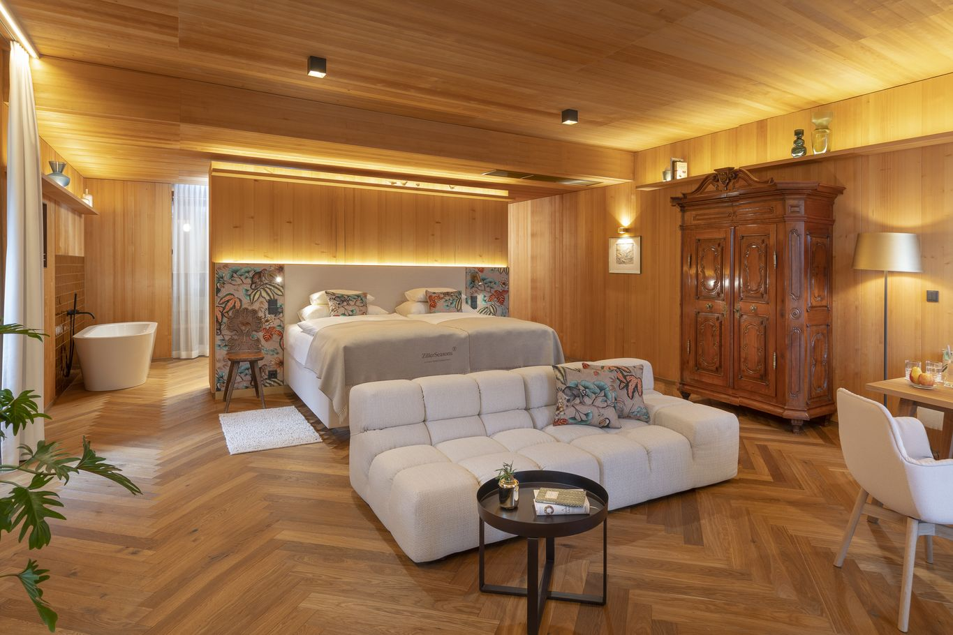 Suite Achillea with herringbone parquet floor © ZillerSeasons