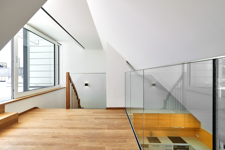 Ausgebauter Dachboden mit Übergang zur Terrasse © Gerhard Hauser, Alexander Schmid