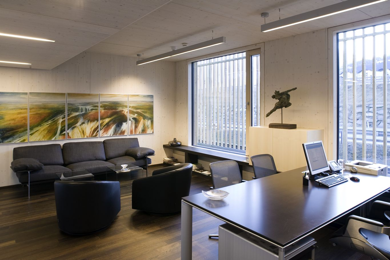 Innenansicht Büro mit binderholz Brettsperrholz BBS Wohnsichtqualität
