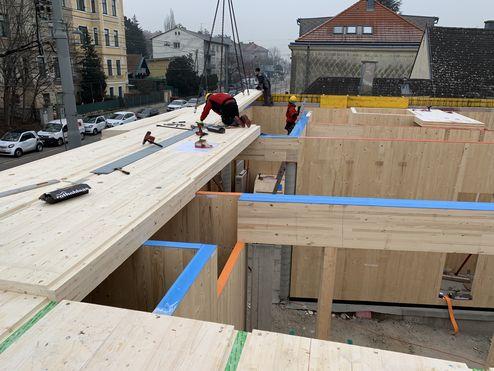 BBS Deckenelemente und die tragende Struktur auf der Baustelle © Karl Mach Holzbau GmbH