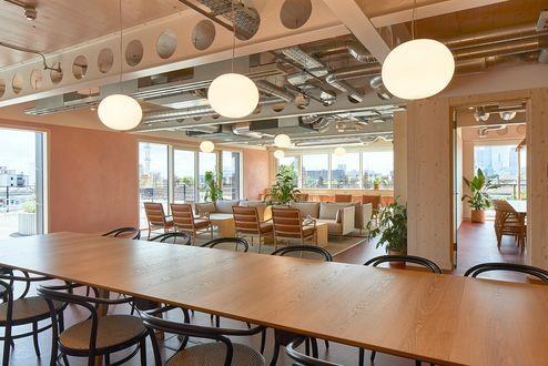 Sichtbares binderholz Brettsperrholz BBS im Gemeinschaftsraum © Waugh Thistleton Architects