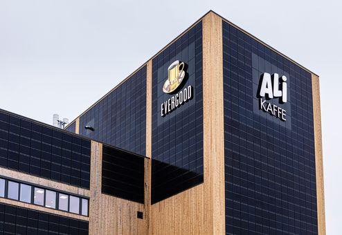 Holzfassade mit Photovoltaikanlage © JOH-SALG AS