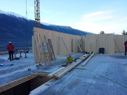Lastabtragende Wände aus binderholz Brettsperrholz BBS Elementen