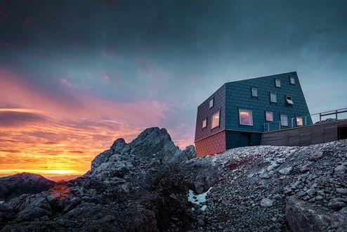 Rifugio Seethalerhuette al tramonto © PREFA/Croce & Wir