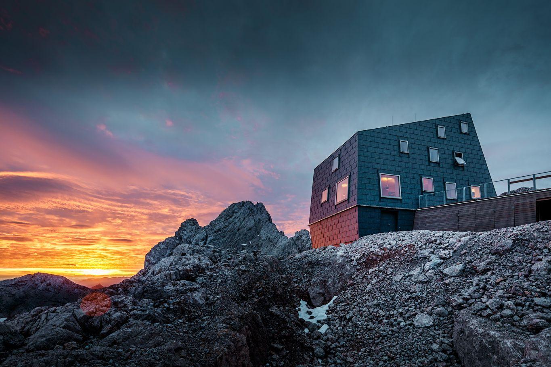 Seethalerhuette at dusk © PREFA/Croce & Wir