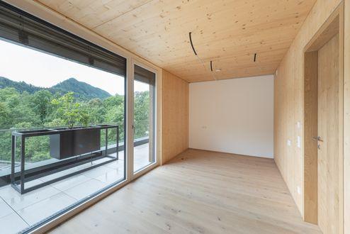 Innenansicht mit Brettsperrholz BBS-Elementen in Wohnsichtqualität © Foto Gretter / Unterberger Immobilien
