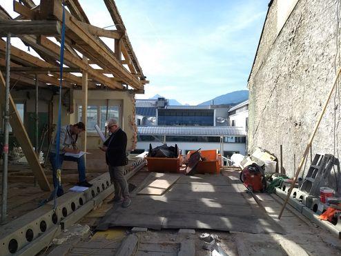 Abtragung des alten Dachstuhls samt Mauerwerk © Gerhard Hauser, Alexander Schmid