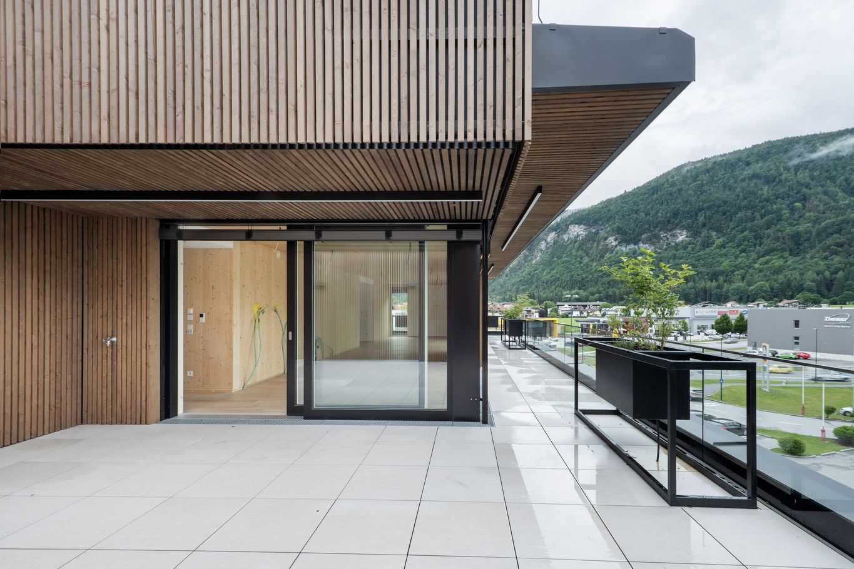 Dachterrasse mit Lärchenfassade © Foto Gretter / Unterberger Immobilien