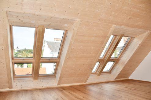 Wohnraum mit Decken aus Brettsperrholz BBS © Karl Mach Holzbau GmbH