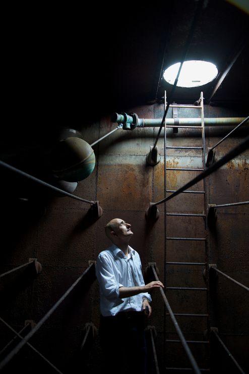 Innenansicht von den rostigen Stahltank © Mike Tonkin and Dennis Pederson