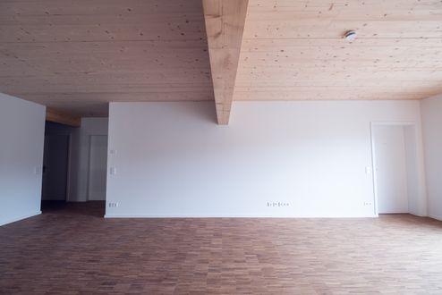 Die Decken bestehen aus BBS 125 und die Balken aus Brettschichtholz @ binderholz