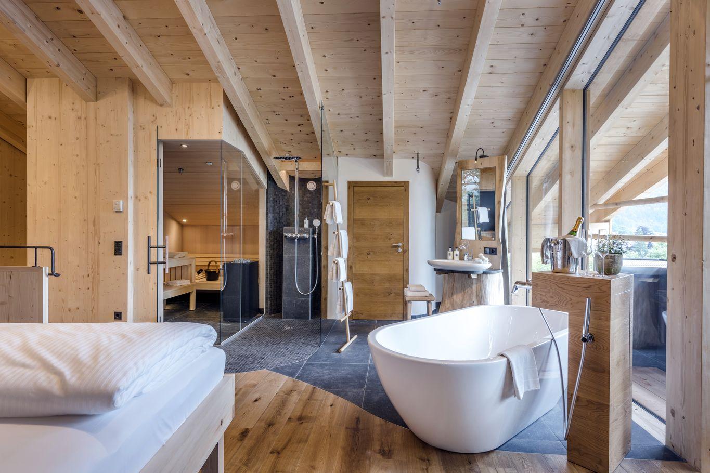 Hotelzimmer komplett aus Massivholz gebaut