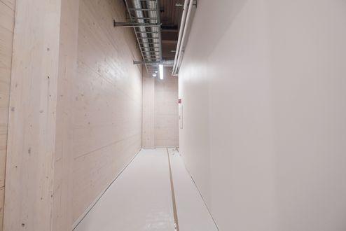 Industriegebäude mit sichtbaren binderholz Brettsperrholz BBS Wänden © binderholz