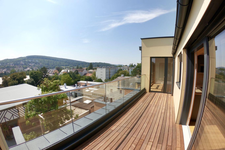 Dachterrasse mit Blick auf die Stadt © Karl Mach Holzbau GmbH