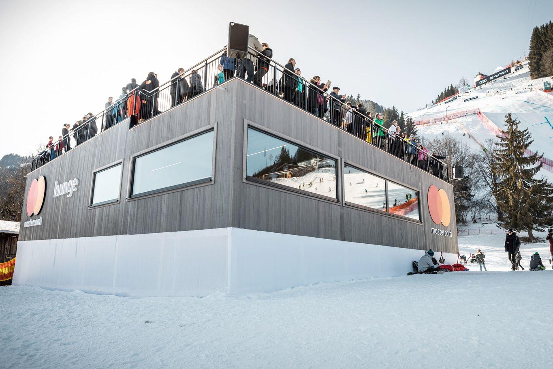 2-stöckiges Mastercard VIP Haus mit Blick auf die Streif © WWP
